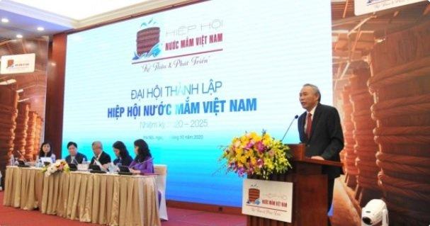 TS. Phùng Đức Tiến- Thứ trưởng Bộ Nông nghiệp và Phát triển nông thôn phát biểu chào mừng và chỉ đạo Đại hội